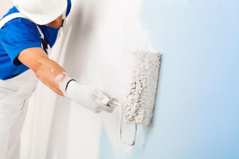 Comment peindre un mur sans deborder sur le plafond